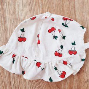 Шапка за момиче – на черешки 48-50 код: 10516 Хавлии, Пелени, Аксесоари, Други бебешка шапка