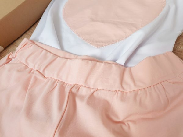 Комплект за мама – къси панталонки с тениска в пепеливо розово сърце код: 35335 Рокли За Мама комплект за мама