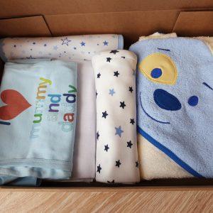 Подаръчна кутия за бебе момче от 0 месеца до 1 годинка – синьо код: 59314 Готови подаръчни сетове бебешки дрешки