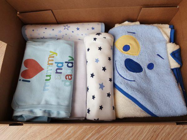 Подаръчна кутия за бебе момче от 0 месеца до 1 годинка – синьо код: 59314 Бебешки дрехи бебешки дрешки