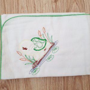 Едноцветна пелена от бархет с бродерия – зелен кант 90/90 код: 56039 Хавлии, Пелени, Аксесоари, Други бархет