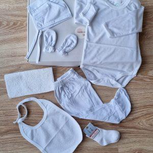 Бебешка кутия в бяло 7 части – код: 57043 Готови подаръчни сетове бебешки дрешки